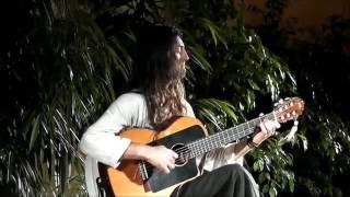 Классная игра на гитаре Estas Tonne performing a concert
