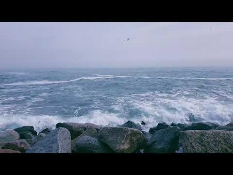 ЛЕЧЕБНЫЙ ШУМ МОРЯ и Волны Разбивающиеся о Камни в 4K Ultra HD Для Сна Медитации и Отдыха
