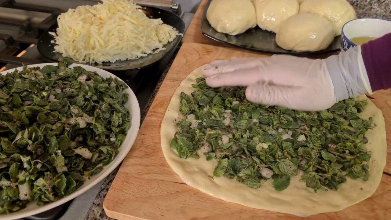 طريقة عمل فطائر الزعتر الاخضر بعجسنة هشة