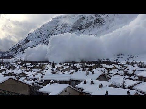 Лавины и снегопады обрушились на Таджикистан
