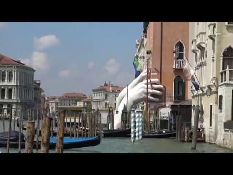 La biennale in canal grande venezia 2017 youtube for Biennale venezia 2017 cosa vedere