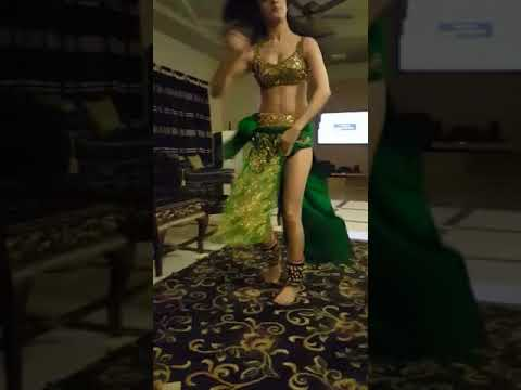 Girl Dancing On Mujhe Naulakha Manga De Re