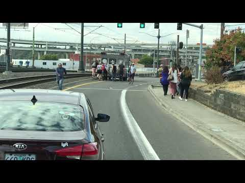 Plucky commuters push a Portland beer bus out of the way (video)