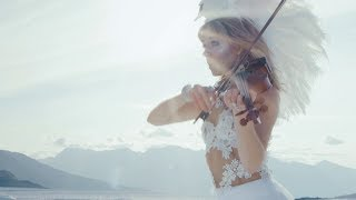Смотреть клип Lindsey Stirling - I Wonder As I Wander