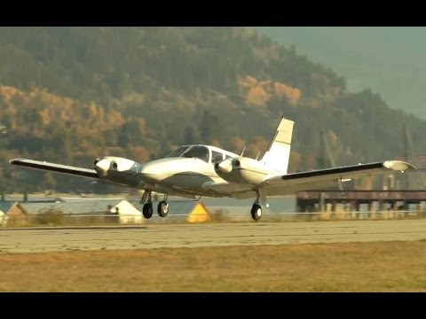 Piper PA-34 Seneca Approach and Landing