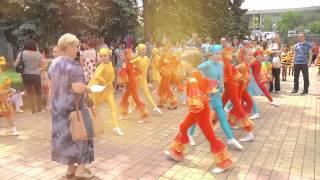 Донецкие дети против украинской армии(В Донецке наступило долгожданное лето. Солнце щедро поливает улицы своими лучами и город оживает. И вроде..., 2015-06-09T20:16:16.000Z)