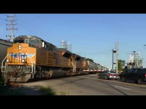 Union Pacific Freight Trains - Lincoln Avenue