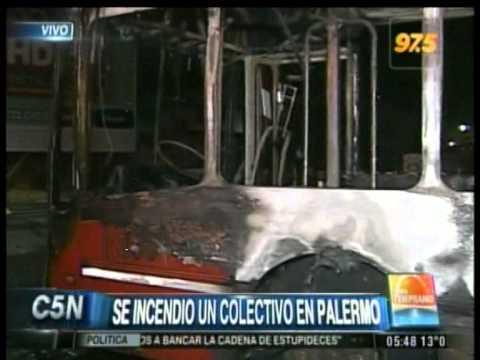 C5N - TRANSITO: SE INCENDIO UN COLECTIVO EN PALERMO (PARTE 1)