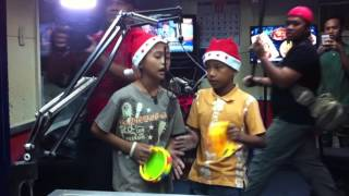 Repeat youtube video VIRAL: Mga batang namamasko at nagtatanong kung may FB si Santa Claus, nangaroling sa dzBB