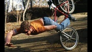 Падать с велика!!! (((.Подборка видео трюки+падения на велосипедах.Падения на велосипедах тут.(видео трюки+падения на велосипедах 0:13 0:47 0:59 прыжки спуски фото гонки на велосипедах 1:27 1:34 1:53 Подборка виде..., 2014-10-02T15:41:28.000Z)