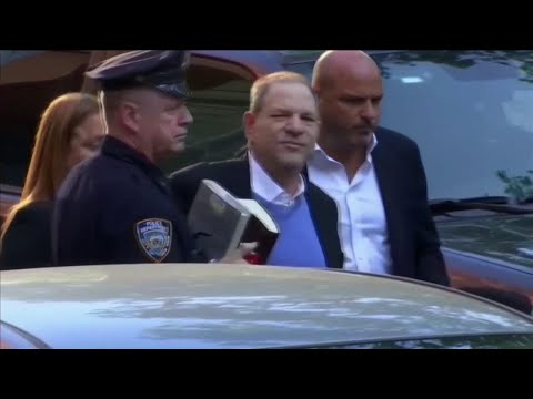 Molestie sessuali a Hollywood, Weinstein si consegna alla polizia di New York