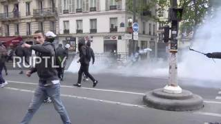 France  Protesters hurl glass bottles at anti Macron and Le Pen demo in Paris
