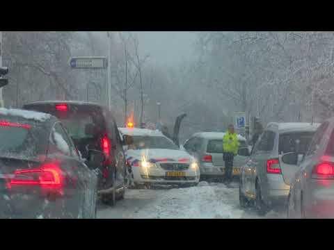 Verkeerschaos door Sneeuw in Rotterdam