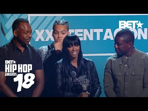 XXXTentacion's Mom Accepts His Best New Hip-Hop Artist Award | Hip Hop Awards 2018