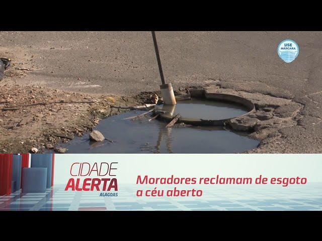 Moradores reclamam de esgoto a céu aberto no bairro do Prado