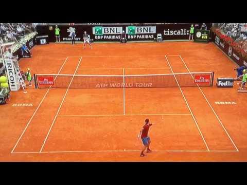 Il raccattapalle e Federer al Foro Italico