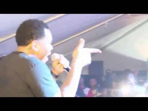 "Kevin Gates Cries on Stage performing LIVE - ""IDGAF"""