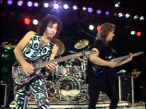 Joe Satriani - Satch Boogie (Live at Montreux, 1988)