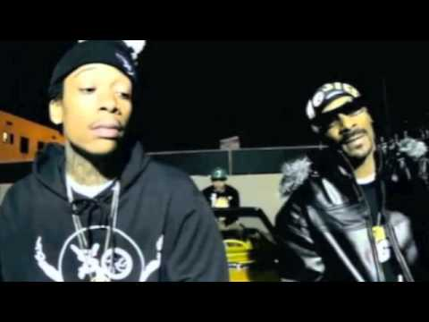 Snoop Dogg & Wiz Khalifa ft Juicy J - Smokin' on