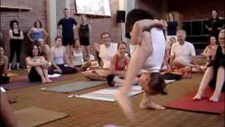 Repeat youtube video Ashtanga Yoga Mela 2008