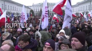 Poland: Protesters call for 'free speech' outside Presidential Palace in Warsaw