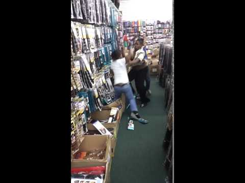A Couple Ratchets Fight In a Beauty Supply Store