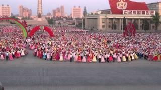КНДР Пхеньян 1 мая 2015 года на пл. Ким Ир Сена действо