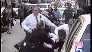 アメリカ 白人警察官による暴行