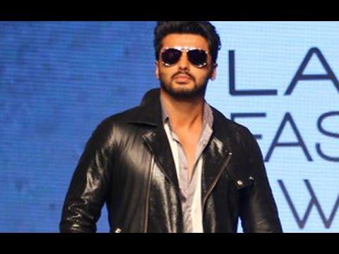 Video | Arjun Kapoor walks the ramp at the Lakmé Fashion Week | SpotboyE