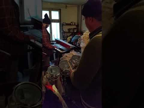 Muzica religioasa cu orga si tobe-rototouri