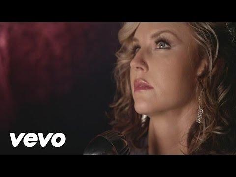 Kristen Kelly - He Loves To Make Me Cry:歌詞+中文翻譯