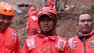 Evakuasi Bencana Longsor di Puncak yang Dihadang Cuaca