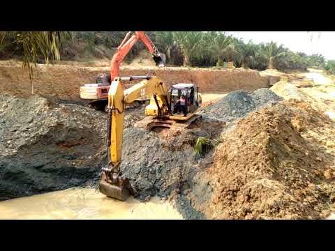 Excavator CAT VS HITACHI