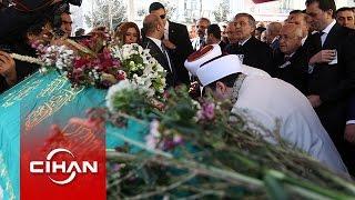 Yaşar Kemal, karanfillerle uğurlandı