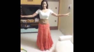 Hot Tamil Actress Sanjana Singh sexy dance moves