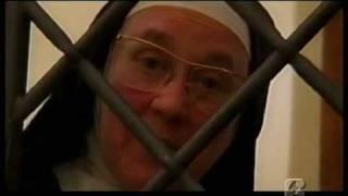 CLAUSURA: UN MONDO A PARTE - di Rita Rocca