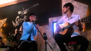 De Gio Cuon Di at Acoustic Coffee