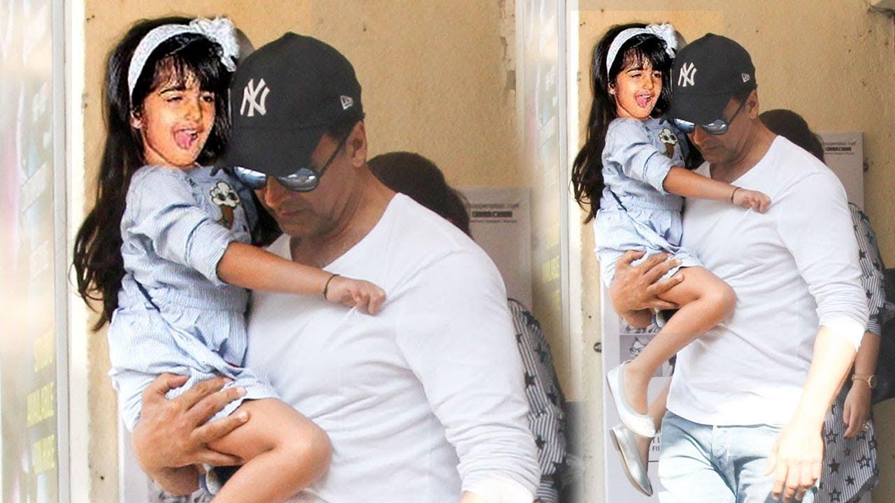 Akshay Kumar's CUTE Daughter Nitara Making FUNNY Faces To ...