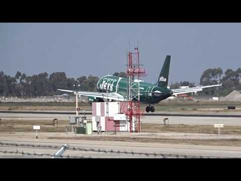 JetBlue Airways Airbus A320-232 N746JB LGB Landing 30 New York Jets special livery