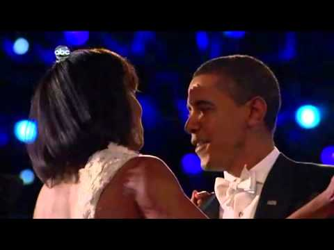 Barack Obama sings and dances with Michelle (inaugural balls)