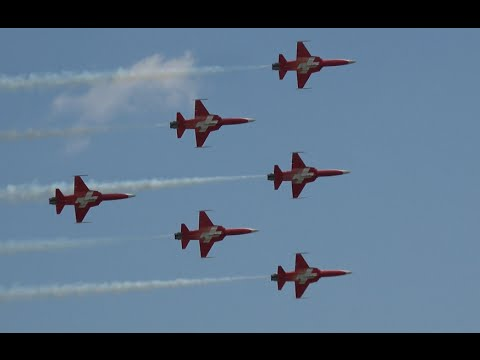 4K | Amazing Display PATROUILLE SUISSE ILA Berlin Air Show 2016