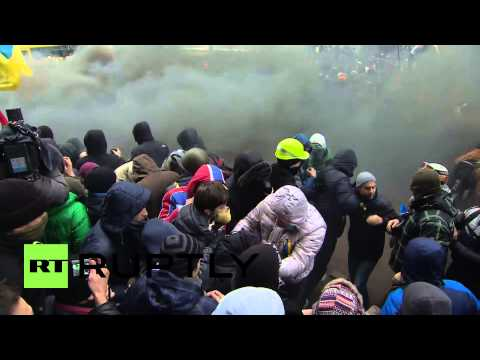 Ukraine: Fireworks fired at police to oust Yanukovych