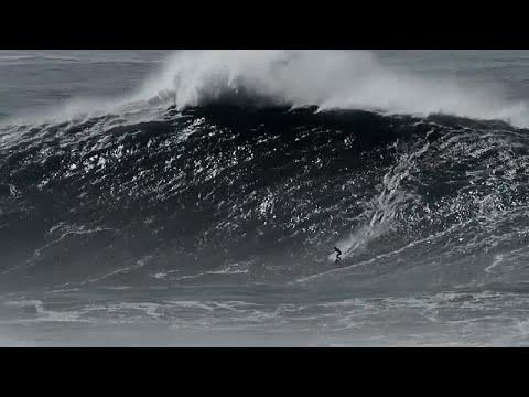 Superlativ in Nazaré: Surferin Justine Dupont steht 21-Meter-Welle