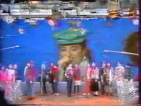 Ashot Bznuni represents his Jazz-Pop-Choir on Armenian National TV in 1990.