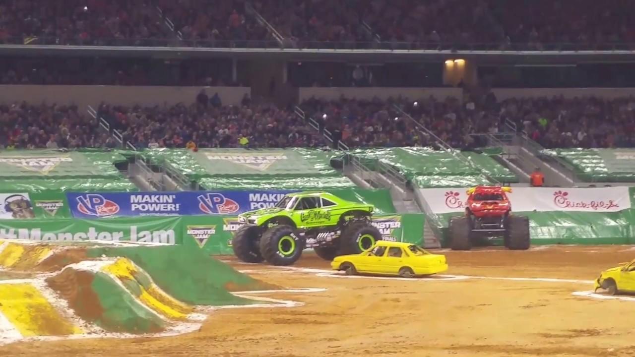 grave digger vs gas monkey garage monster jam arlington tx gas monkey garage monster jam 2017 arlington tx