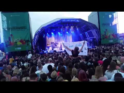The beginning of Jess Glyne's performance at splendour 2016 what an entrance