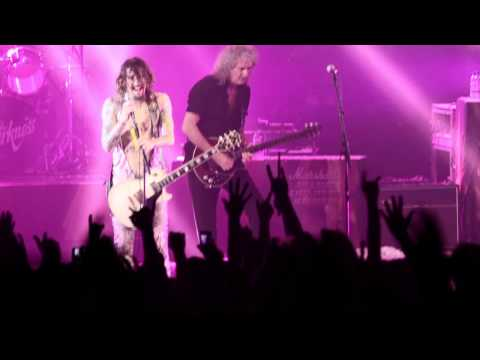 THE DARKNESS - I Believe In A Thing Called Love [Hammersmith. Nov 2011]