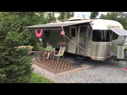 Unique Large Airstream Flying Cloud 30W Queen Full Time Camping Lifestyle | FunnyDog.TV