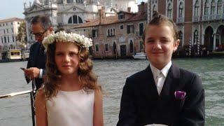 Amira Willighagen - Venice Gondola Tour -