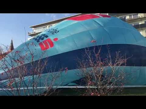 Skydiver Wolfgang Hasenrath-Peserl sprang für Mountainfilm Graz aus einem Heißluftballon 🎈